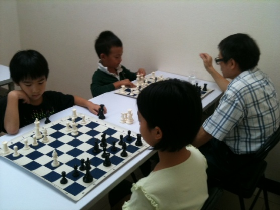 A quiet corner to see how beginners were playing