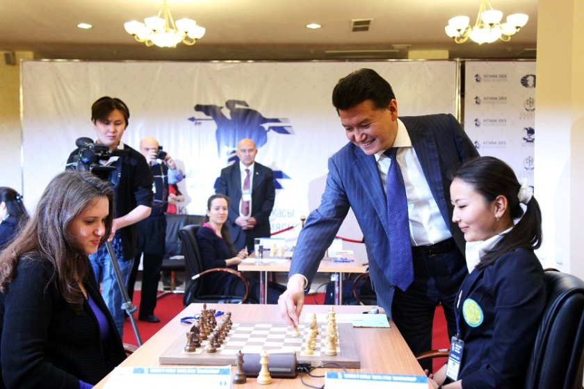symbolic move by FIDE president