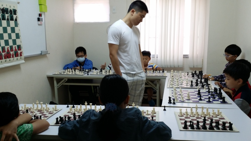 Simul with 10 young players