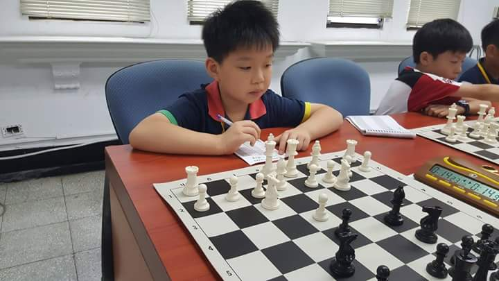 Play chess competition during summer break