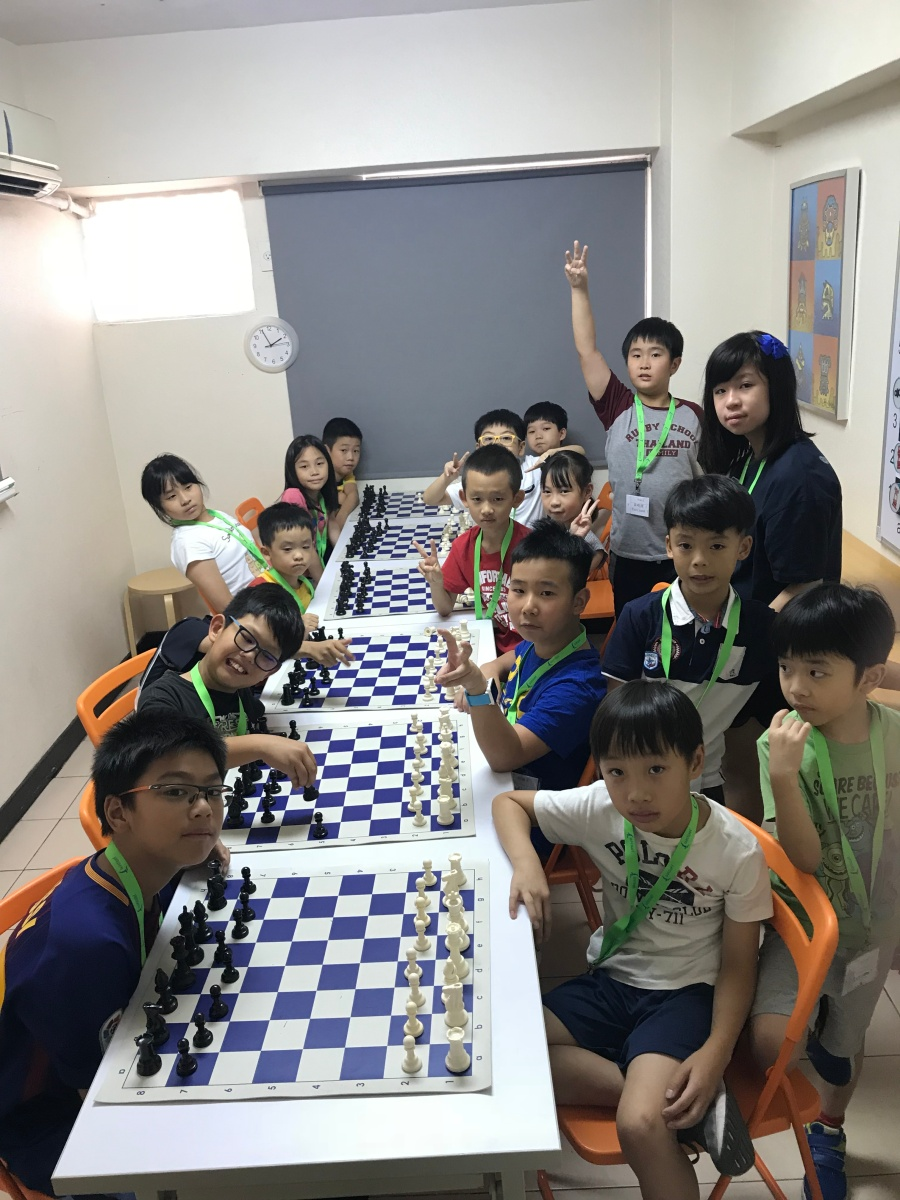 2018 chess camp students get-together with friends from Taiwan on July 22.